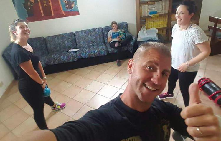 Una palestra in casa con pochi attrezzi e tantissimi esercizi antonio vallone personal trainer - Creare una palestra in casa ...